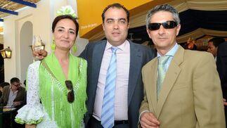 David Fernández, director del Diario, con Rosario Rodríguez, portavoz del PSA y su marido, Manuel Tordesillas.  Foto: Manuel Mateo