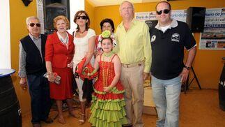 José García, de CGT, con su sobrina Carmen y familia.   Foto: Manuel Mateo