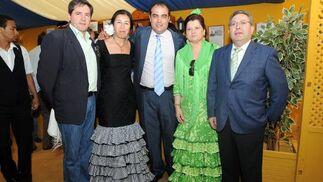 José Gutiérrez, la periodista Tily Santiago, David Fernández, Juani Sánchez y Ramón Invernon.   Foto: Manuel Mateo