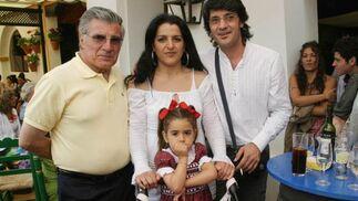 El bailaor Joaquín Grilo con su familia.   Foto: Vanesa Lobo