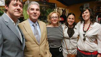 Juan Luis Pérez, comercial del Diario con Juan Domenech, su esposa Amparo y sus hijas, Vanessa y Cristina.  Foto: Vanesa Lobo