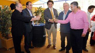 El hostelero Manolo Lugo, David Fernández, Juan Ponce, de Hiperplato, Juan Lobo y Pedro Pérez, del Restaurante La Fontanilla, de Conil.  Foto: Manuel Mateo