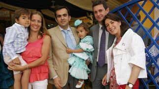 Luisa Bueno, Manuel Carrrillo, director gerente de Clínica Jerez, con sus hijos Manuel y Gabriela con Miguel Berraquero, gerente del Diario y Marta Díaz de Celis.  Foto: Vanesa Lobo