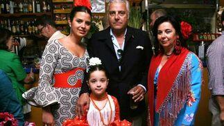 La comercial Marisa López, junto a Juan José López, presidente del Circulo de la Amistad y familia.  Foto: Vanesa Lobo