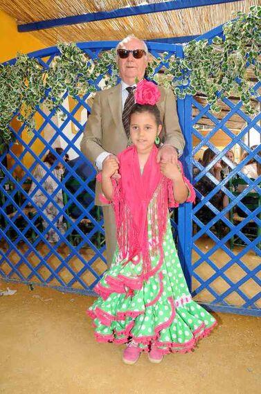El doctor Mendoza con su nieta Rocío Gómez Mendoza.  Foto: Manuel Mateo