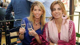 Paloma Ruiz-Mateos y su cuñada, Alejandra Cruz Conde, cónsul del Reino Unido.  Foto: Manuel Mateo