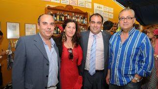 Vicente Corral, Carmen Cárdenas, David Fernández y Francisco Soto, delegado del Grupo Joly.  Foto: Manuel Mateo