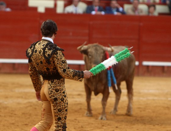 """El diestro José Antonio """"Morante de la Puebla"""" protagoniza una actuación magistral, en el cuarto festejo de la Feria del Caballo de Jerez, al cortar dos orejas, que pudieron ser más de haber estado más acertado con los aceros.   Foto: Juan Carlos Toro"""
