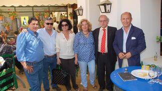 Miembros de la empresa 'Tepro Consultora Agrícola' se reunieron ayer en la caseta de Diario de Jerez.  Foto: Manu Garcia