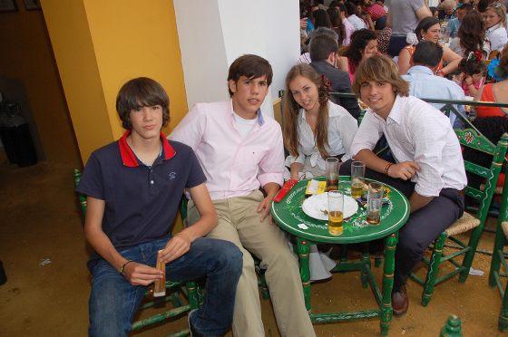 Pepe Bruzón, Manuel Narváez, Miriam Espigado y Federico Joly en la caseta de Diario de Jerez.  Foto: Manu Garcia