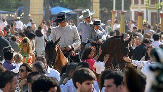 Una imagen del paseo de caballos ayer totalmente atestado de público  Foto: M.A. González- Pascual