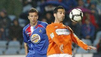 El Málaga pierde en Getafe y cae a puestos de descenso a falta de una jornada. / EFE