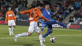 El Málaga pierde en Getafe y cae a puestos de descenso a falta de una jornada. / LOF