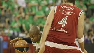 El Unicaja se lleva el derbi andaluz con el CB Granada. / Miguel Rodríguez