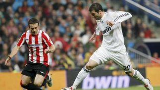 El Real Madrid cumple y golea en su estadio al Athletic. / EFE