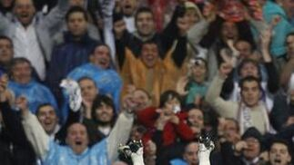 El Real Madrid cumple y golea en su estadio al Athletic. / Reuters