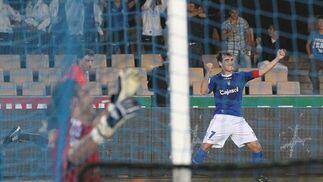 El lateral xerecista Francis pudo jugar ayer su último partido en Chapín con la camiseta azulina  Foto: Miguel Angel Gonzalez