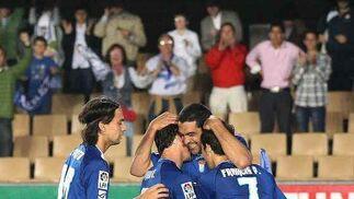 Míchel festeja por todo lo alto el segundo tanto de su equipo.  Foto: Miguel Angel Gonzalez