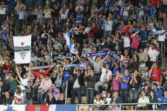 Ayer, los xerecistas dejaron por un rato la Feria y sufrieron con su equipo obteniendo como recompensa estar vivos una semana más. El equipo de Gorosito se jugará la permanencia en Pamplona.   Foto: Miguel Angel Gonzalez