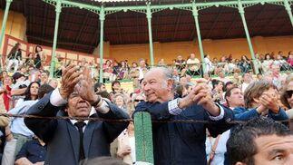 Alonso Núñez 'Rancapino' y Álvaro Domecq Romero, en la barrera.  Foto: Juan Carlos Toro