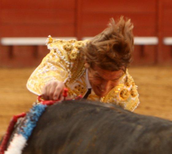 El debut de El Cordobés,  que hacía por vez primera el paseíllo en Jerez con unos cuantos trienios de profesional, se quedó en eso, en el paseíllo.  Foto: Juan Carlos Toro