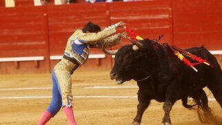 Rivera Ordóñez fue la atracción de los fotógrafos, esta vez por su protagonismo en los dos tercios de banderillas de su lote.  Foto: Juan Carlos Toro