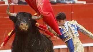 Rivera Ordóñez, más de lo mismo. Tampoco tuvo opciones con su descastado lote. Tan sólo destacó en el tercio de banderillas a su primero.  Foto: Juan Carlos Toro