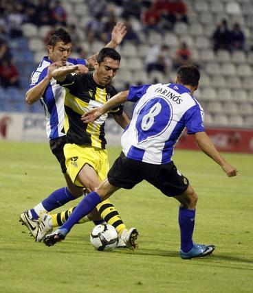 El Córdoba pagó su falta de tensión durante todo el partido y encajó una contundente derrota. / Reportaje gráfico: LOF