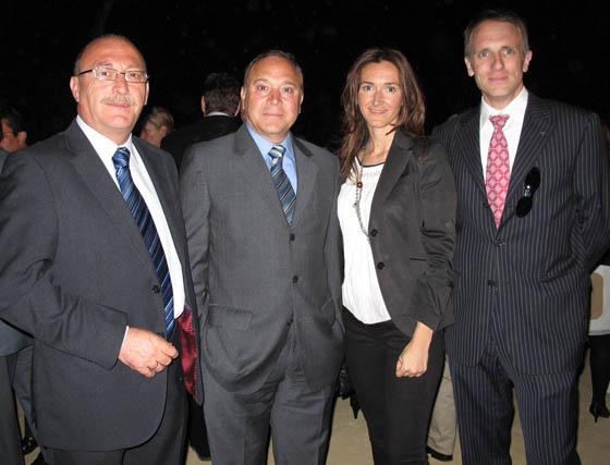 Antonio Barrero y Juan López (Carlson Wagonlit), y Pilar Marín y Amador Recio, del Hotel Abba Triana.  Foto: Victoria Ramírez