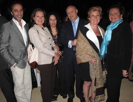 Los diseñadores Manolo Giraldo, María Ramos y Victoria Fuello (joyas); Paco Molina, presidente de Aecon, y las diseñadoras de moda flamenca Luchi Cabrera y Pilar Vera, presidenta de Mof&Art.  Foto: Victoria Ramírez