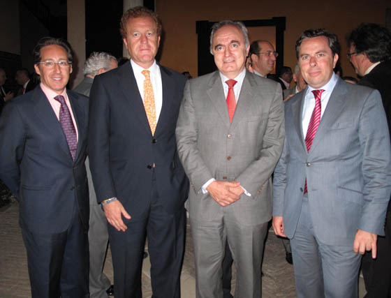 Pedro Robles (Casa Robles); Manuel Otero, presidente de los hoteleros de Sevilla; Moisés Sampedro (CES) y Salvador Fernández, gerente de la Cámara .  Foto: Victoria Ramírez