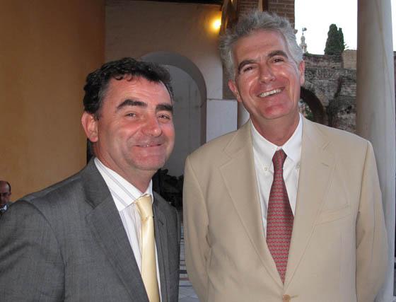 Juan García, director regional de Eventos de Viajes El Corte Inglés, y Antonio Peláez, director general de Isla Mágica.  Foto: Victoria Ramírez