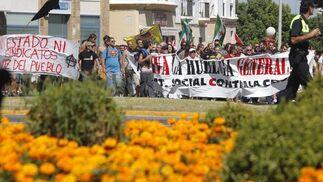 Los piquetes tomaron el centro de la capital desde primera hora de la mañana para impedir la apertura de comercios y empresas. /Jesús Marín