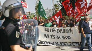 Los piquetes tomaron el centro de la capital desde primera hora de la mañana para impedir la apertura de comercios y empresas. /Joaquín Pino