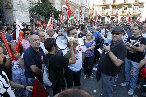 Los piquetes tomaron el centro de la capital desde primera hora de la mañana para impedir la apertura de comercios y empresas. /José Braza