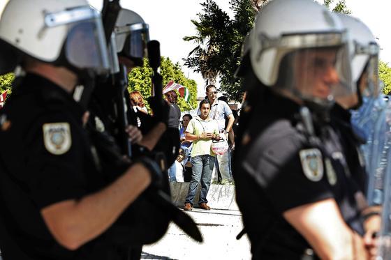 Los piquetes tomaron el centro de la capital desde primera hora de la mañana para impedir la apertura de comercios y empresas. /Julio González