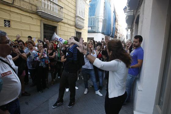 Los piquetes tomaron el centro de la capital desde primera hora de la mañana para impedir la apertura de comercios y empresas  Foto: Jose Braza
