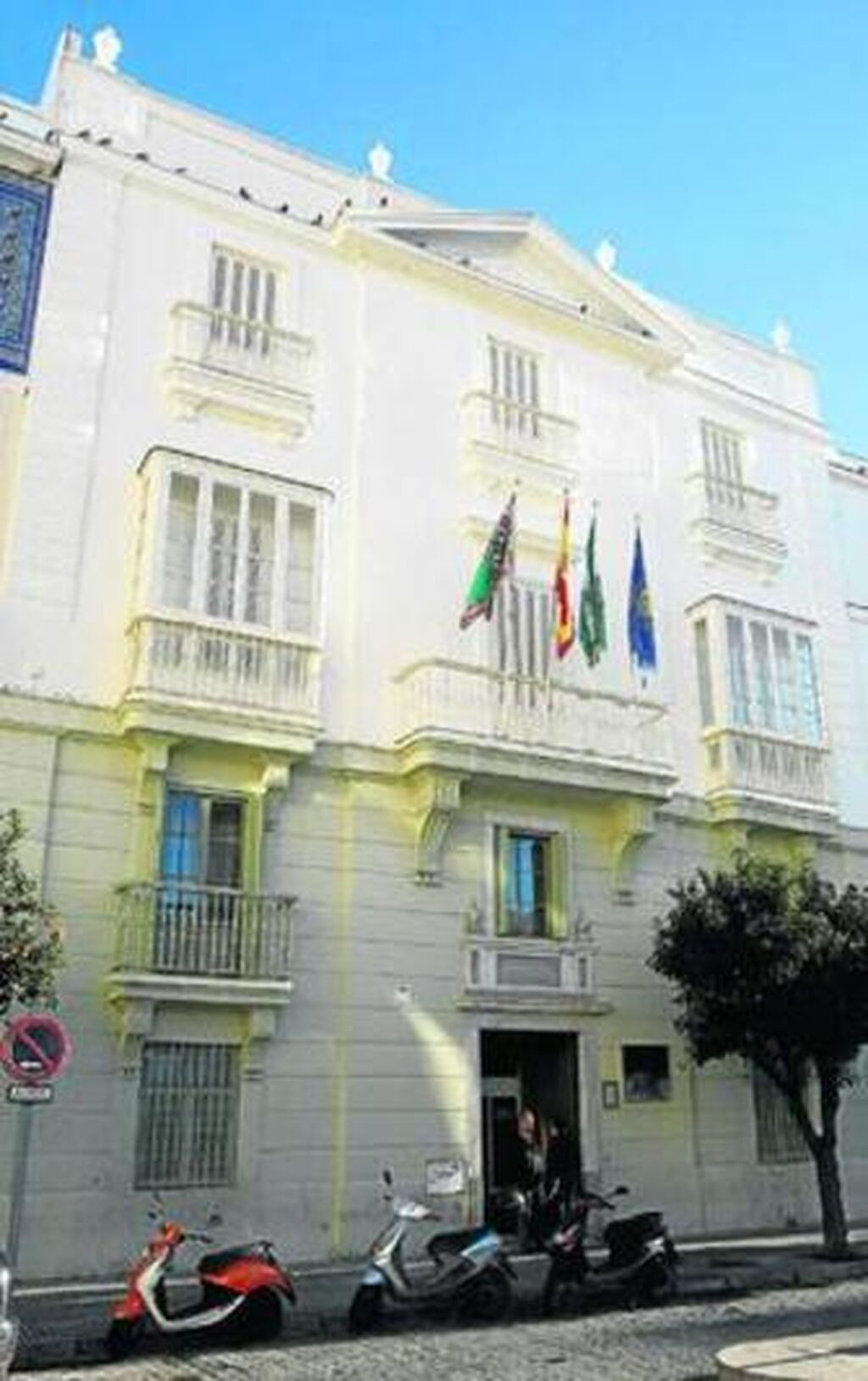 Plaza San Antonio Palacete Sede De La Uneduna Casa Tan Visitada  # Muebles Miguel Angel Cadiz