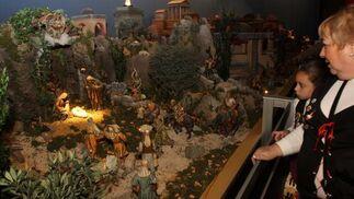 Alrededor de 300 figuras son las que componen el belén montado por el Ayuntamiento.   Foto: Migue Fernandez