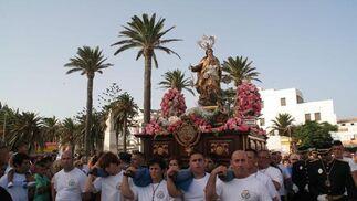 Cargadores de la virgen del Carmen de Tarifa.  Foto: Shus Terán