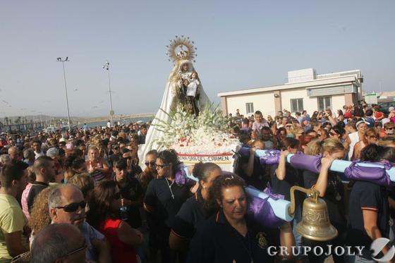 El Carmen de La Línea y sus cargadoras.  Foto: Joaquín Quiñones