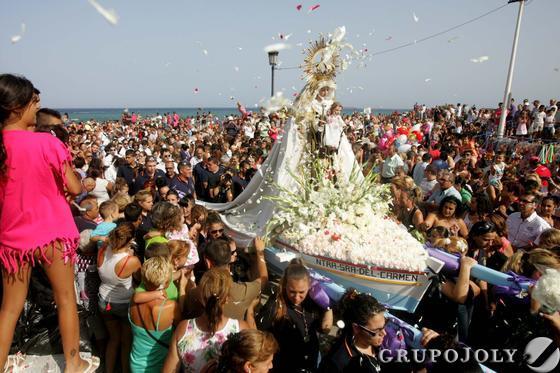 Ofrenda de flores a la patrona de los marineros. La Línea.  Foto: Joaquín Quiñones