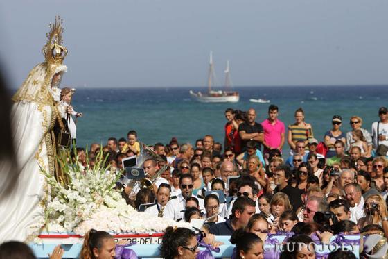 Perfil de la procesión del Carmen de La Línea.  Foto: Joaquín Quiñones