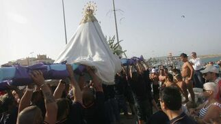 Vista del manto de la vigen del Carmen de La Línea.  Foto: Joaquín Quiñones