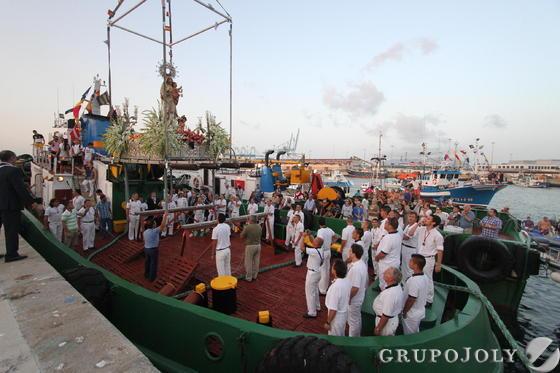 La patrona de los marineros en la embarcación en Algeciras.  Foto: Fran Montes.