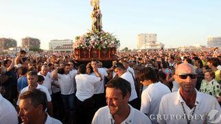 La procesión de la Virgen de Carmen en Punta Umbría  Foto: H.I.