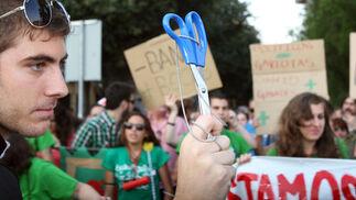 Más de 20.000 personas se echan a la calle en la protesta más numerosa de las celebradas hasta el momento en la capital.  Foto: JOSUE CORREA