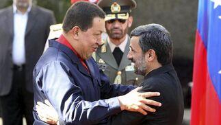 Hugo Chávez con el líder iraní Ahmadineyad.  Foto: Efe/AFP/Reuters