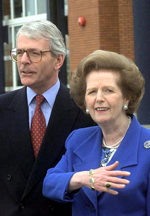 Margaret Thatcher, con John Major.  Foto: EFE