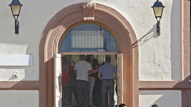 S lo madrid barcelona y sevilla superan a c diz en for Oficinas bankia cadiz